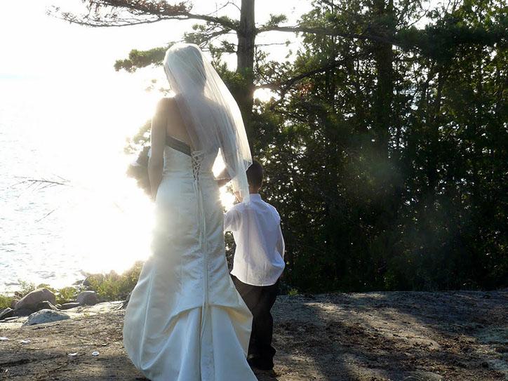 bride-on-lakeshore