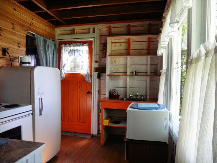 cottage-2-kitchen