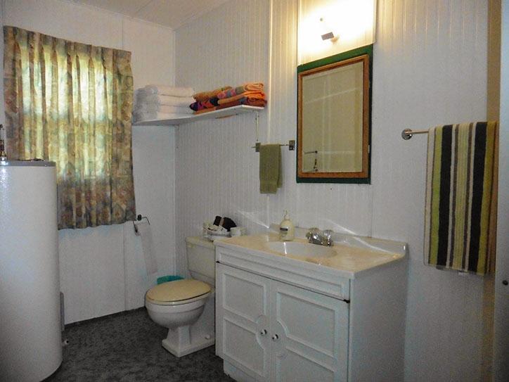 cottage-8-bathroom