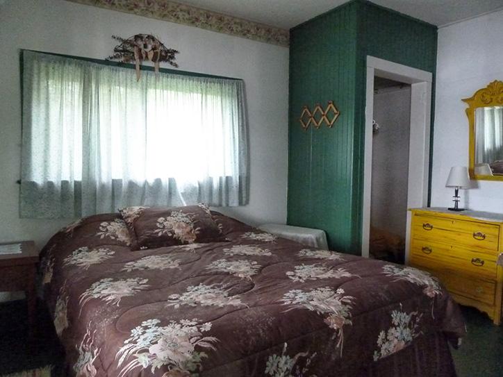 cottage-8-bedroom