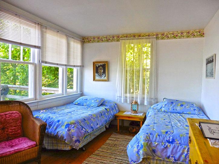 cottage-8-beds-porch
