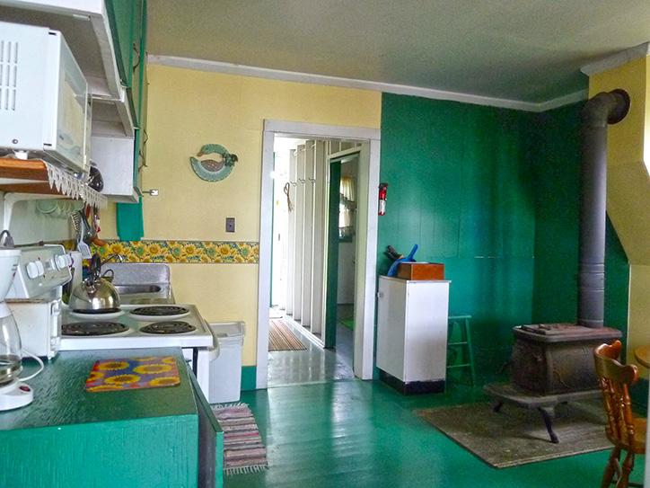 cottage-8-kitchen
