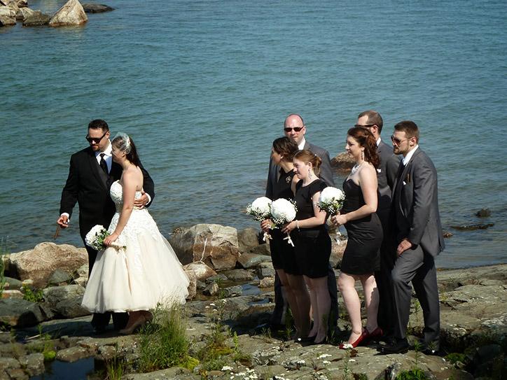 wedding-party-lakeside